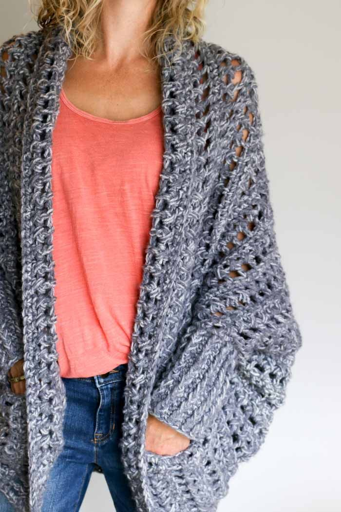 How to crochet a sweater video tutorial. Make this chunky grey crochet sweater with pockets--free pattern from Make and Do Crew. (The Dwell Sweater)