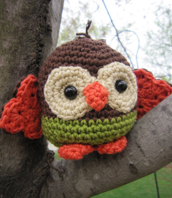 i know some kidlets who would love this little crocheted owl !!!