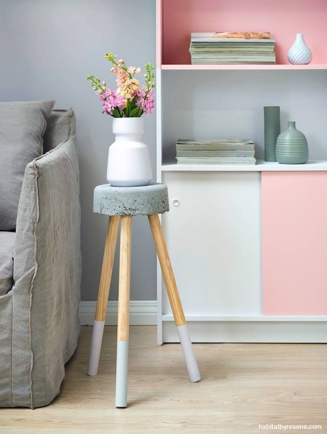 Concrete bedside table. Click through for the diy video.