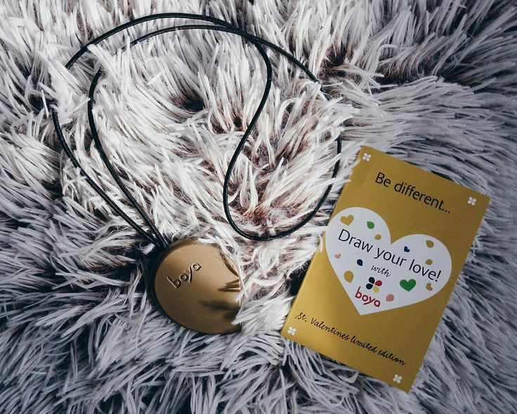 Boya necklaces are crayons on a string that you can wear as jewelry. Not only they look cute, you also won't lose them this way and you can draw wherever you go | www.boyacrayons.com #creativity #uniquejewelry #crayons #ergonomic