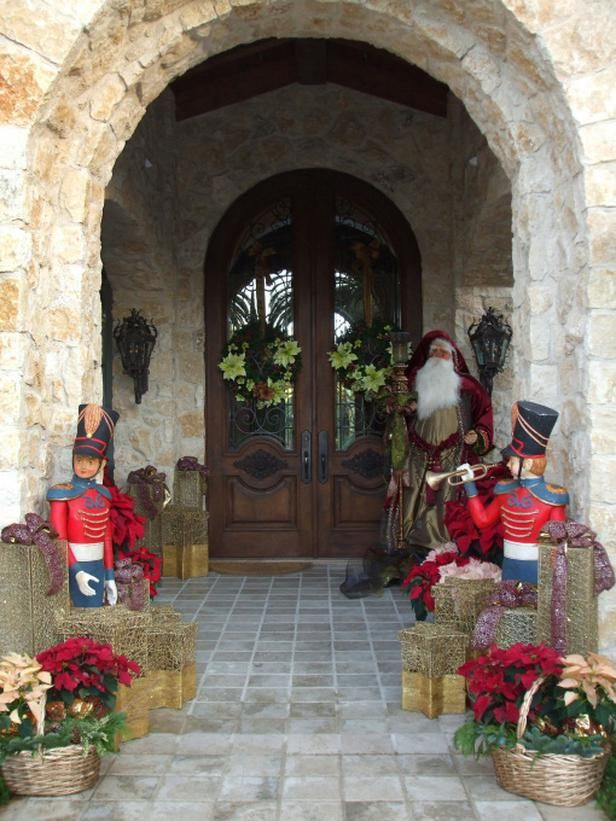 Antique Christmas Toys Antique toy soldiers greet guests at RMS user Leanne Michael Interiors' home.