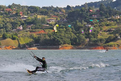 Kite surf-Calima lake, Colombia