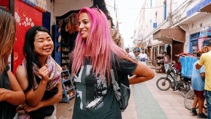 ピンクの髪のモロッコ人女性-美味モロッコ料理を食べながら彼女がこの国に残るワケを聞いた