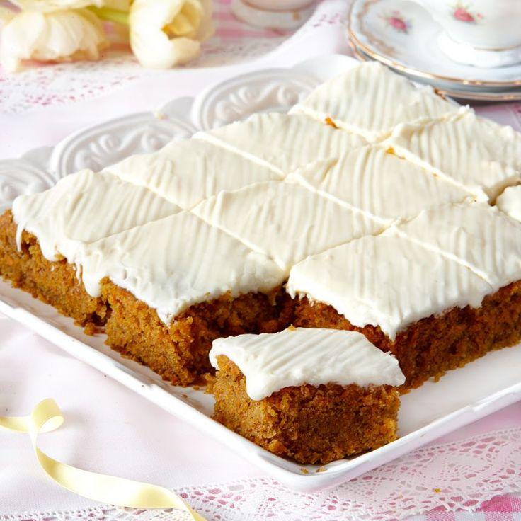Om du inte vill ha frosting på kakan kan du istället pudra lite florsocker över den.