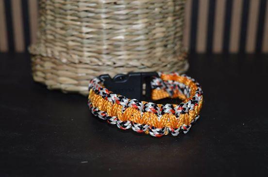 Drhaný náramek Rustikální drhaný náramek pro ženy i muže. Délka 20 cm.