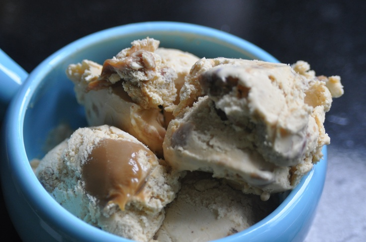 Dulce de leche ice cream with toasted, salted and buttered pecans: Leche Ice, Caramel