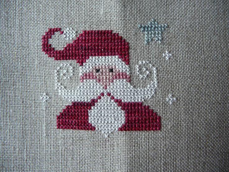 Je continue mes petites broderies TRALALA issues des tableautins de Noël. Je m'amuse beaucoup avec ces petites croix. Brodées avec...