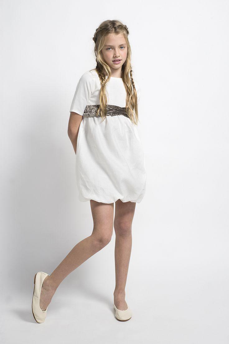 Vestido de comunión con fajín de terciopelo