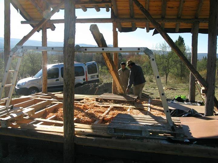 Bioconstrucción! Piso elevado con relleno aislante de viruta. Construcción Natural en Mallín Ahogado, Patagonia.