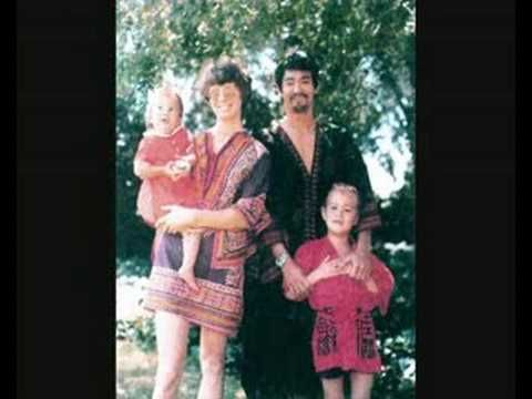 Bruce Lee Family Photos - YouTube