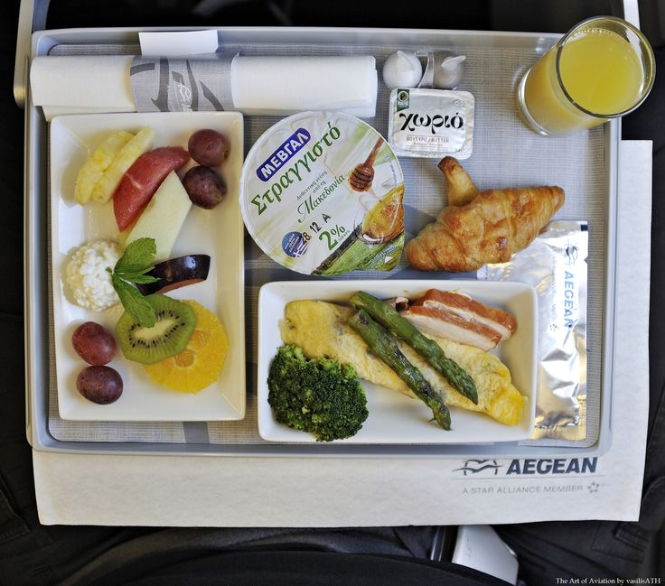 "AEGEAN 600 Σάββατο 5DEC ATHENS-LONDON HEATHROW Aegean SX-DVO (Airbus A321 - MSN 3462) ΠΡΩΙΝΟ // BREAKFAST Φρέσκα φρούτα εποχής με τυρί ""κότατζ"" // Fresh fruit platter with cottage cheese Γιαούρτι με μέλι // Yogurt with honey Ομελέτα με σπαράγγια, μπρόκολο ατμού και απάκι γαλοπούλας // Asparagus omelette with steamed broccoli and smoked turkey"