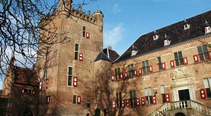 Kasteel Huis Bergh dates from the 12th Century and is located on an ancient fortified island in Heerenberg. The guest suites in Kasteel Huis Bergh are located in two old towers in the castle's outer bailey. #visitholland #castle #holland