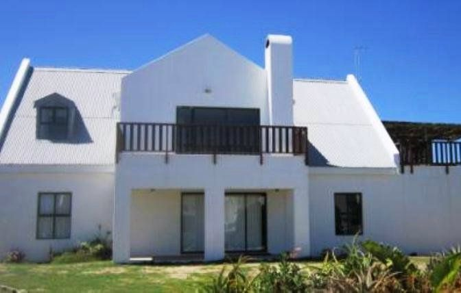 De Nada - De Nada is a comfortable self-catering house situated a stone's throw from the beach in Paternoster, a quaint fishing village about 145 km from Cape Town and 15 km northwest of Vredenburg.The house consists ... #weekendgetaways #paternoster #southafrica