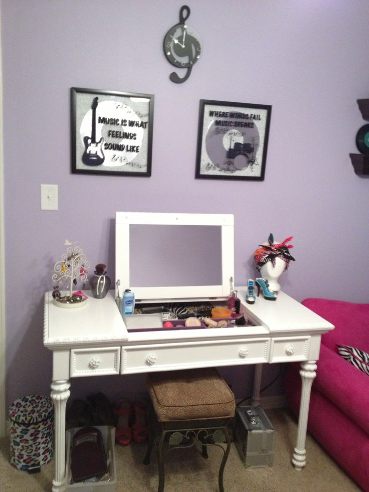 Rooms To Go Makeup Vanity Make Up And Sewing Desk