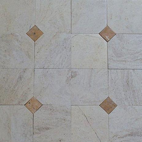 Dallage en pierre naturelle de Bourgogne Semond clair, dalles format 30x30 cm finition brossée vieillie, un cabochon par dalle en pierre de Bourgogne Semond jaune - vieux sol intérieur contemporain moderne