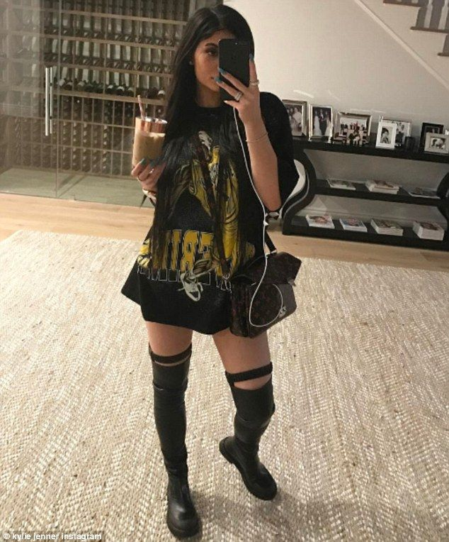 Up early!Kylie Jenner was already hitting social media at 5 am on Saturday. The girlfriend of rapper Tyga shared several images to Instagram and Snapchat in the morning