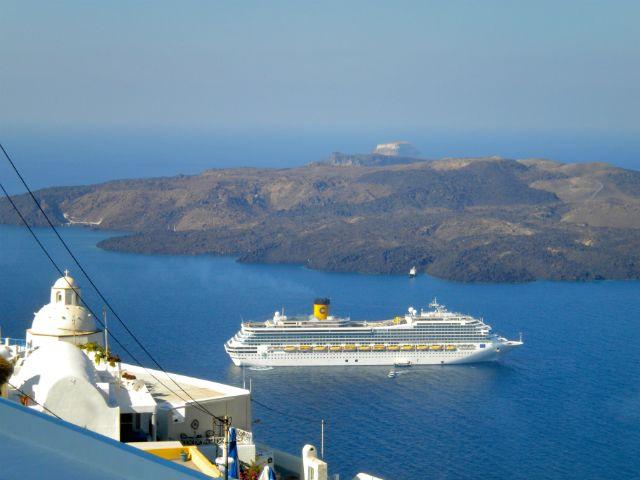 Crucero Islas Griegas. ¿Sabes cuál es la mejor forma de ver las #IslasGriegas? Disfruta de un auténtico #crucero por las islas griegas en el que podrás realizar excursiones y ver estas maravillosas islas. En Felices Vacaciones somos expertos en cruceros y te haremos la mejor oferta para un viaje de lo más económico e inolvidable. http://www.felicesvacaciones.es/ofertas-viajes-baratos/crucero-islas-griegas/