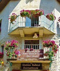 Panoramio - Photo of La Cristallerie fête son Meilleur Ouvrier de France - Albert Barathon - Yvoire, juillet 2012