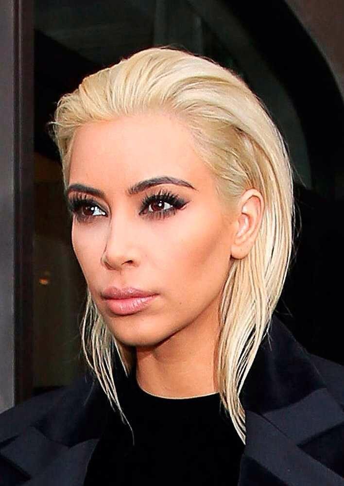 Kim Kardashian debut's a striking blonde look during Paris Fashion Week, March 2015.