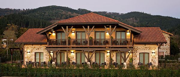 HOTEL SAIARITZ (Amurrio). Equipamiento tecnológico para el nuevo hotel Saiaritz. Cerraduras Wifi, desconectadores de energía inteligentes, vídeo vigilancia, cajas fuertes, servidores y software de gestión.
