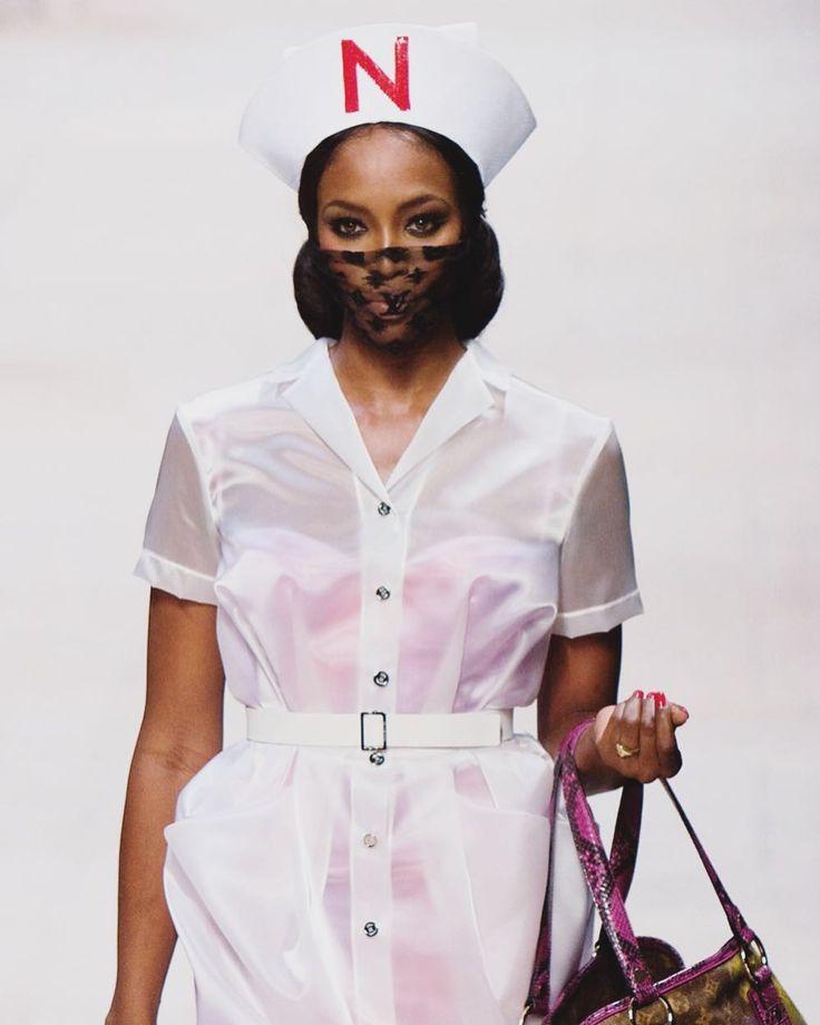 #FelizJueves y feliz (y fashion!) #DiadelaEnfermeria  Alguna #enfermera en la sala?  Say #hello! #happy #nurse #fashion #style #throwback #tbt #louisvuitton #naomicampbell #model #fashionshow #catwalk #runway #sick #love #enjoy #ootd #currentmood #lol #funfashion #Fashionisima
