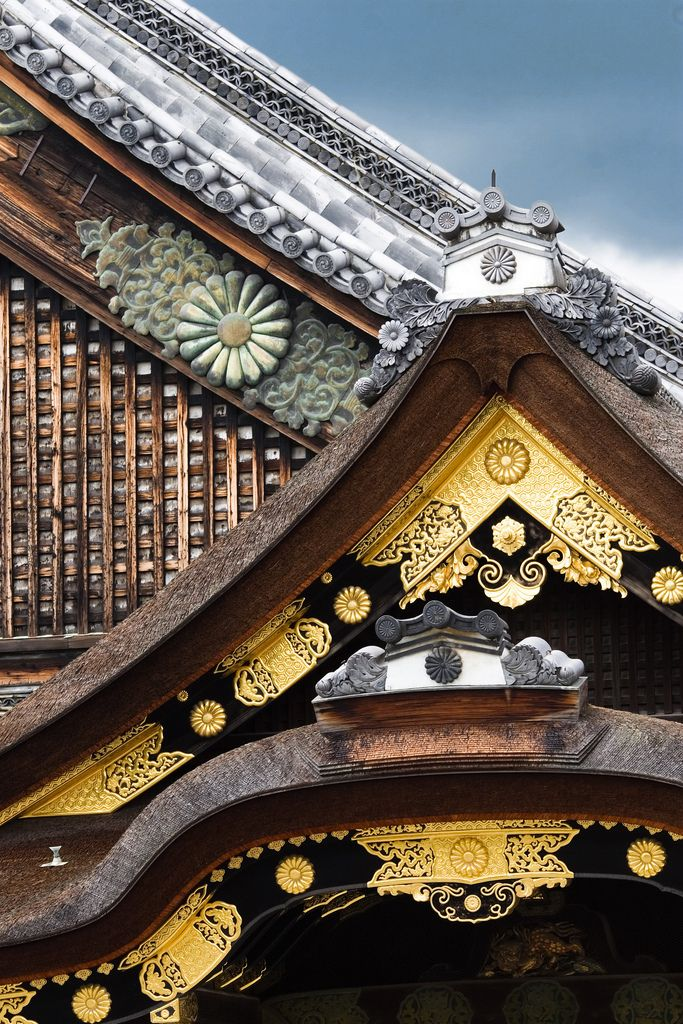 japaneseaesthetics:  The roof details of Nijo Castle, Japan.  Photography by Vincentphotomaniac on flickr