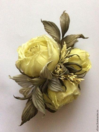 Купить или заказать Лайм 2 в интернет-магазине на Ярмарке Мастеров. Веточка с тремя розочками. Цветы выполнены из натурального шелка, тонированного вручную. Цвет - пастельный лимонно-желтый.