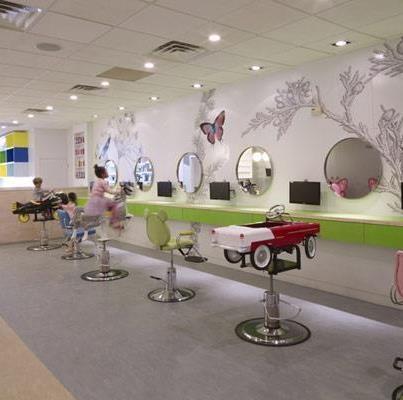 Voici un salon de coiffure tr s original new york le for Coiffeuse meuble enfant