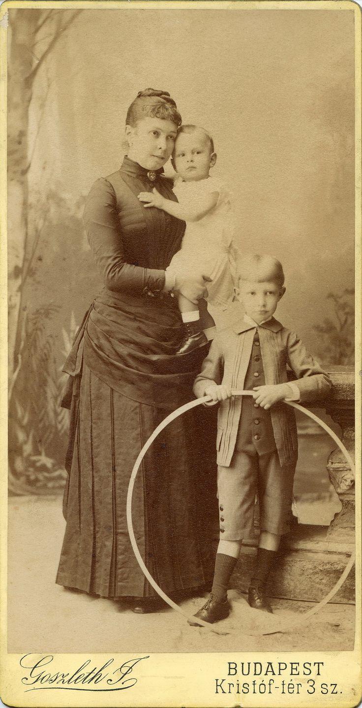 https://flic.kr/p/idrq8K | Comáromi Blanka | Cabinet portrait, 1886 Format: oblong promenade Photographer: Goszleth István (1850-1913), Budapest, IV. Kristóf tér 3. sz.,Hungary