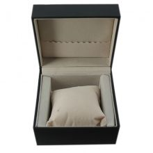 Posez votre choix sur cette splendide boîte de montre de forme carré équipée d'un coussinet pour mettre en valeur la montre. Ventegros.fr vous livre le lot de 5 pièces à prix défiant toute concurrence.