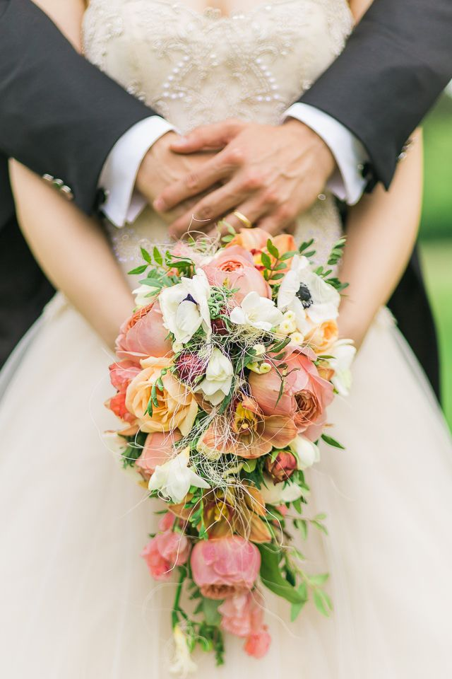 Unique bridal bouquet | Pearls & Berries Photography | see more on: http://burnettsboards.com/2015/05/baroque-palace-wedding-vienna/