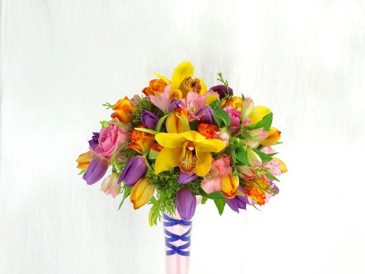 Bruidsboeket met Cymbidium, Tulipa, Alstroemeria, Rosa en Chamaecyparis pisifera, door Natys Floral Design & Services