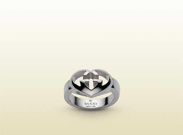ring with heart-shaped interlocking G motif.