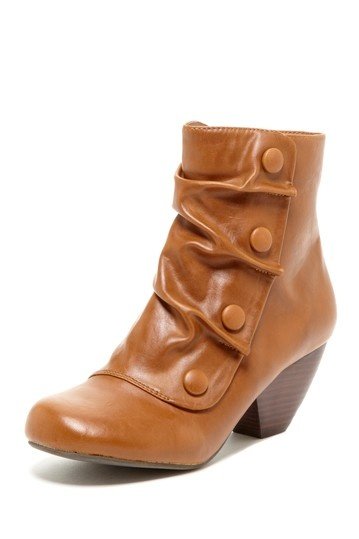 Leather ankle boots with buttons. LOVE
