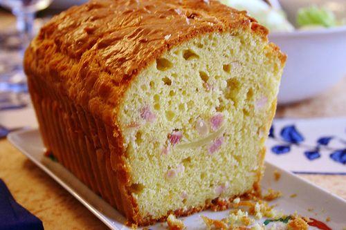 Cake au sarrasin, jambon et fromage ! A servir aussi bien chaud que froid ;) http://www.aperibreizh.fr/buffet-chaud/cake-sarrasin-jambon-fromage.html
