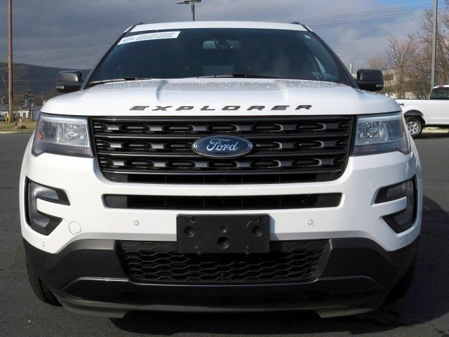 2017 Ford Explorer Xlt In 2020 Ford Explorer Xlt Ford Explorer