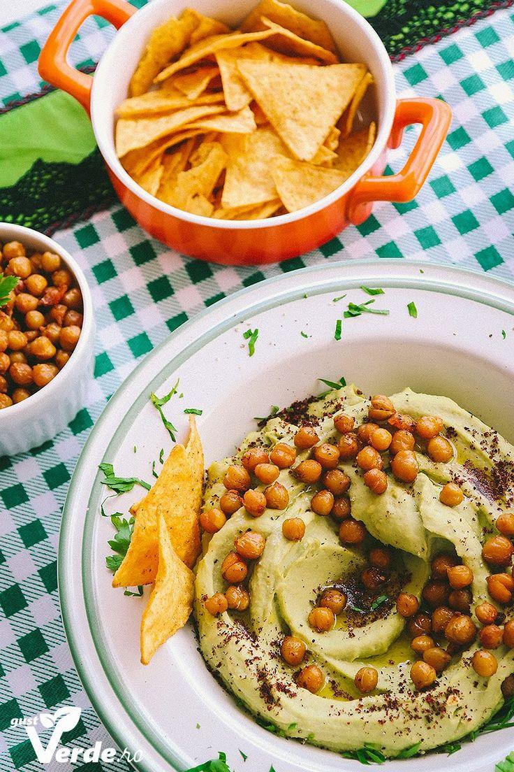 Gust Verde: Humus cu avocado si naut copt.
