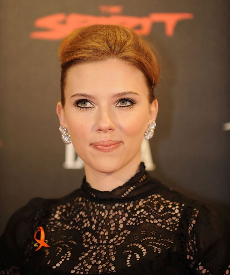 Scarlett Johansson Photos - Actress Scarlett Johansson attends a photocall for The Spirit at La Quinta hotel on December 2, 2008 in Madrid, Spain. (Photo by Denis Doyle/Getty Images) <i></i>* Local Caption <i></i>* Scarlett Johansson - Celebrities Attend The Spirit Benefit Cocktail