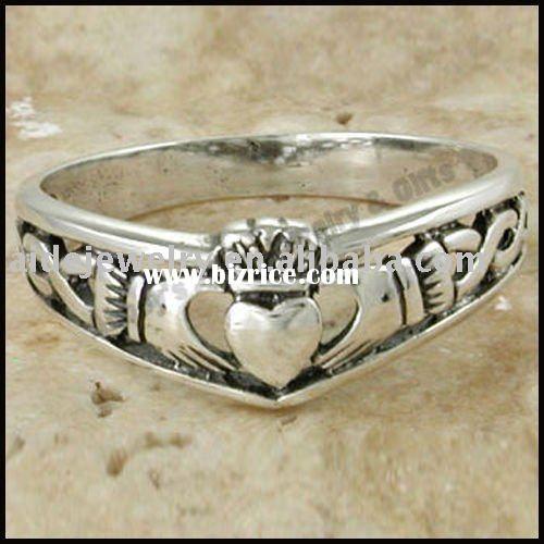 Antique diamond claddagh ring