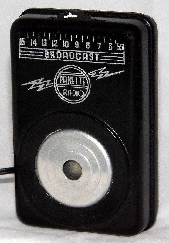 Vintage Pakette Pocket Crystal Radio, Made In USA, Original Cost Was $3.99, Circa 1948 - 1951.