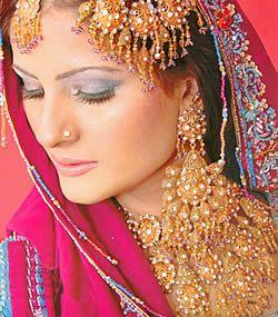 Latest Bridal Jewellery Designs Sets Collection for Women. #goldjewellery, #jewellerydesigns, #bridaljewellery, #pakistanijewellery, #jewellery sets