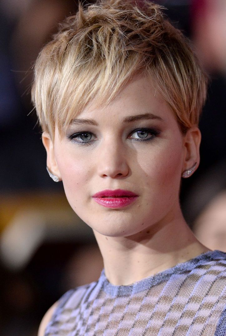 Jennifer Lawrence at the Catching Fire Premiere. Edgy, piecy pixie cut