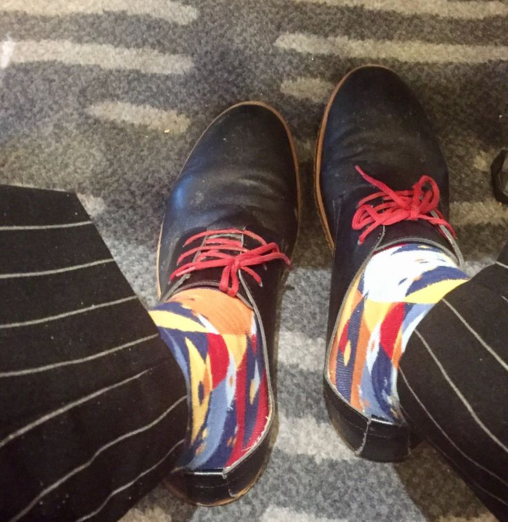Wide Pin Stripe Trousers with Multi-colour socks & DADAWEN Men's Classic Leather Lace Up Formal Dress Shoes.