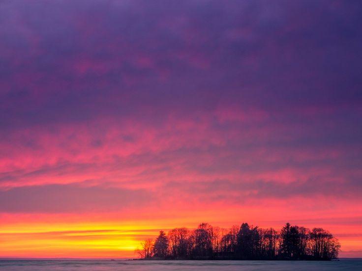 Warm summer sunsets I miss them.  @motala_sjostad @motalabilder #vättern #östergötland