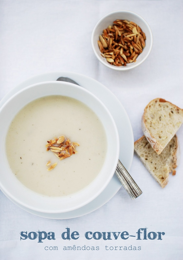 Sopa de couve-flor com amêndoas torradas