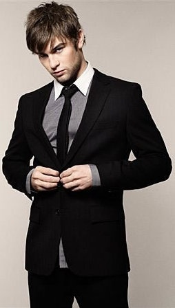 Chace Crawford on that suit and tie... I don't even know who he is, but he's yummy!