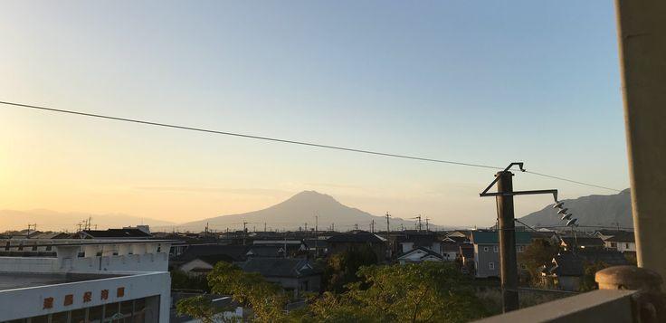 おはようございます(^o^)/  今日の桜島です。  天気は快晴!空気もウマイ! 良い天気になりました。  12月に入りました。今年も残すところ1カ月。一年が早い。  そして世界重量上げ、糸数選手が36年ぶりに銀メダルでしたね。東京オリンピックが楽しみです。  今日も一日、元気に頑張っていきましょう!!!