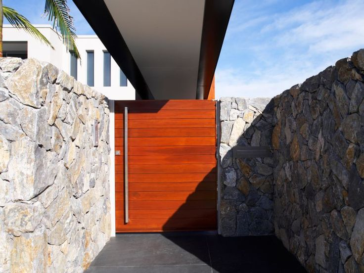 Wamberal free form walling used as feature on home entrance. BKA Architects | Embark Design | Ganellen Construction | Eco Outdoor | Wamberal stone cladding  | livelifeoutdoors | Outdoor Design | Natural stone walling | Garden design | Outdoor paving | Home design ideas | Outdoor style | Outdoor ideas | Luxury homes | Paving ideas | Garden ideas | Contemporary design