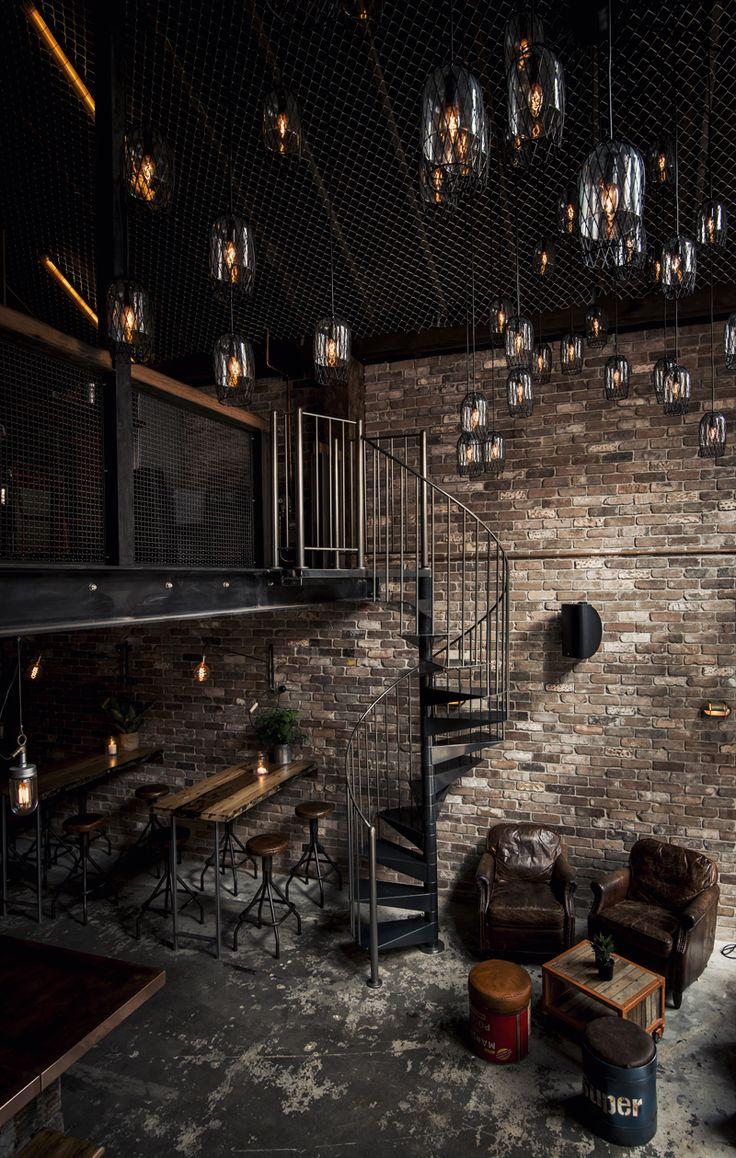 le Donny's Bar, un bar avec une ambiance conviviale et chaleureuse. Le cahier des charges confié au studio de conception Lucketti Krelle était précis : ambiance loft new-yorkais