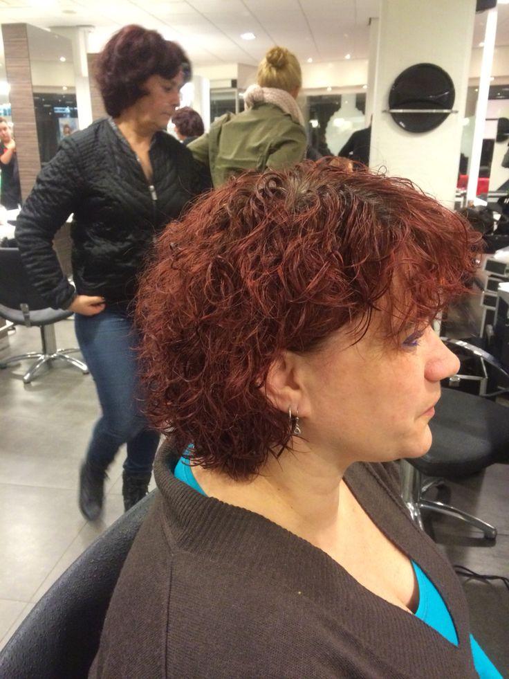 1. Een Grove permanent in het haar.  Blauw en grijze rollers om en om.